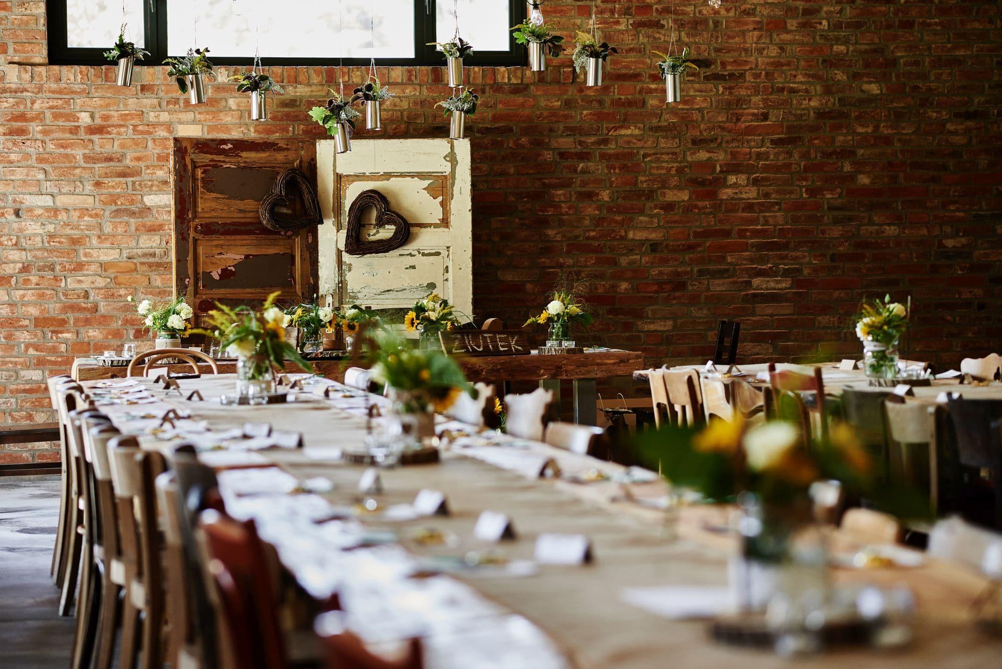 Dekoracje stołów, rustykalne wesele w stodole pomorskie